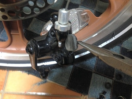 IMG_09782 strida brake pad ストライダブレーキパッド交換.jpg