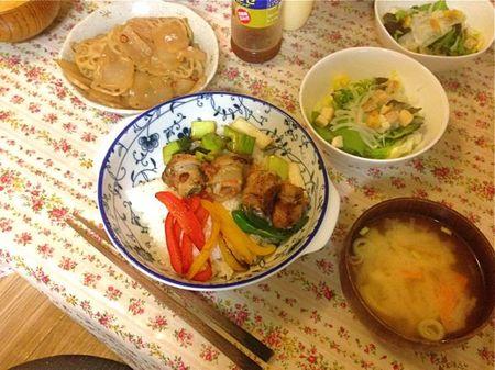 IMG_1068 豚肉梅しそ巻き丼 れんこんこんにゃくきんぴら.jpg